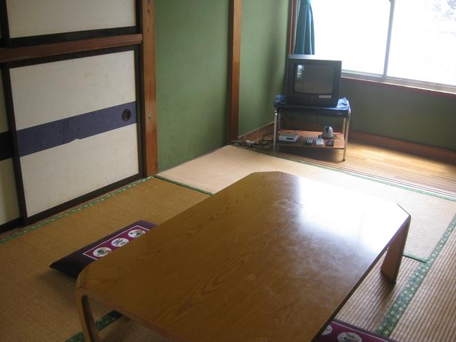 和室6畳 海に行く前に着替え等のご用意を!お風呂にお入りになってからお部屋にお願いします