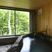 貸切風呂:巨石をくり抜いて造った岩風呂