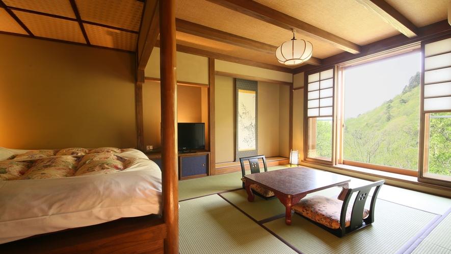 和モダン風客室 壁一面の大きな窓から一幅の絵のような大自然が広がるお部屋。