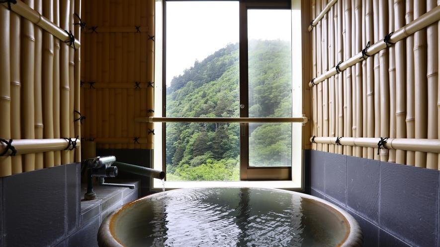 竹の間 信楽焼きの温泉風呂