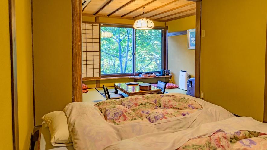 ■川胡桃の間 ベッドの寝室からの開放感