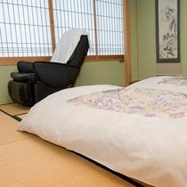 お部屋にマッサージチェアを備えております(和モダン客室、竹、ゑ法師・笠法師、スタンダード和室を除く)