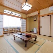 和室8畳 華美なところはございませんが、十分に寛げます。