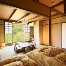 和モダン風客室 ベッドからの眺め