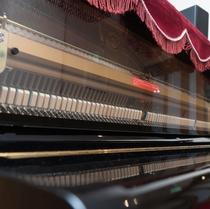 ピアノの自動演奏を聴きながらお食事をどうぞ