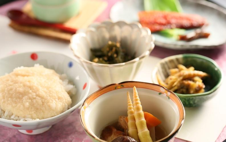 朝食の一例 朝ごはんは身体に優しい消化の良いものをご提供しています