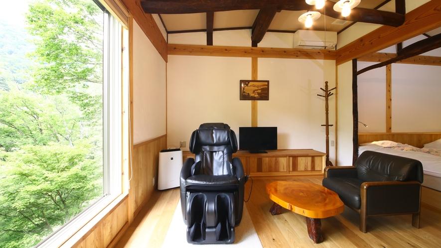 山法師の間 山荘風客室は別荘のような雰囲気。