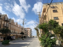 【駐車場から見たホテル】