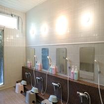 *【お風呂】*洗い場にはリンスインシャンプー、ボディソープご用意しています。