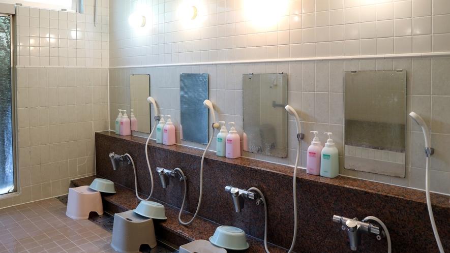 *【温泉】洗い場にはリンスインシャンプー、ボディソープご用意しています。