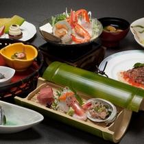 *夕食一例 / 新鮮で彩り鮮やかな旬の海の幸をご堪能。