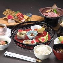 *夕食一例/料理長が丹精を込めてお作りする当館オリジナルメニュー!
