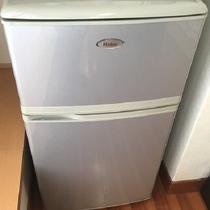 空の冷蔵庫