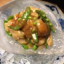2018年初夏モーニングメニュー「北海道産帆立とスナップエンドウの地辛子酢味噌和え」