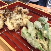2017年初秋ディナーメニュー「揚げたて天ぷら 大野産昇竜舞茸とオクラ」