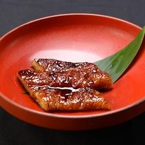 【精進料理 一例】大豆をすりつぶし、自慢のタレに漬け込みました。