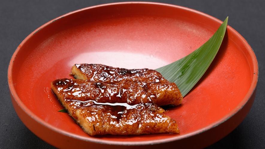 *【精進料理 一例】大豆をすりつぶし、自慢のタレに漬け込みました。