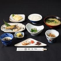 【朝食 一例】栄養バランス抜群の、旅館ならではの朝食内容です。