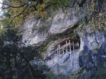 当館より車で10分。国宝三徳山 投入堂 は一度は登ってみたいですね!