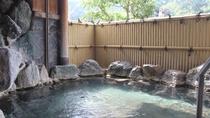 【男性露天風呂】外の空気を吸いながら温泉でのんびりと!
