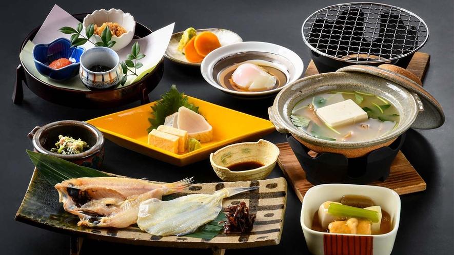 【朝の和食】のど黒一夜干しや温泉鰈の焼き物など、海の幸と山の幸を楽しむ和朝食をご用意いたします
