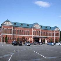 日本最大級の自動車博物館「日本自動車博物館」時を越えて語りつぎた500台が展示されています。
