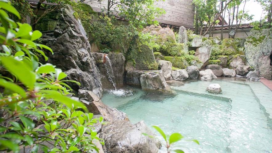 【艶明(えんめい)】女性露天風呂。1300年から湧く効能豊かな湯をお楽しみください。