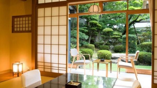 広々とした庭園を眺める和室 (お食事場所指定なし)