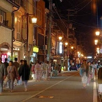 城崎温泉、夜の街並み(外湯めぐり)