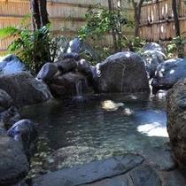 【露天風呂(殿方用)】野趣溢れる岩の露天風呂です。