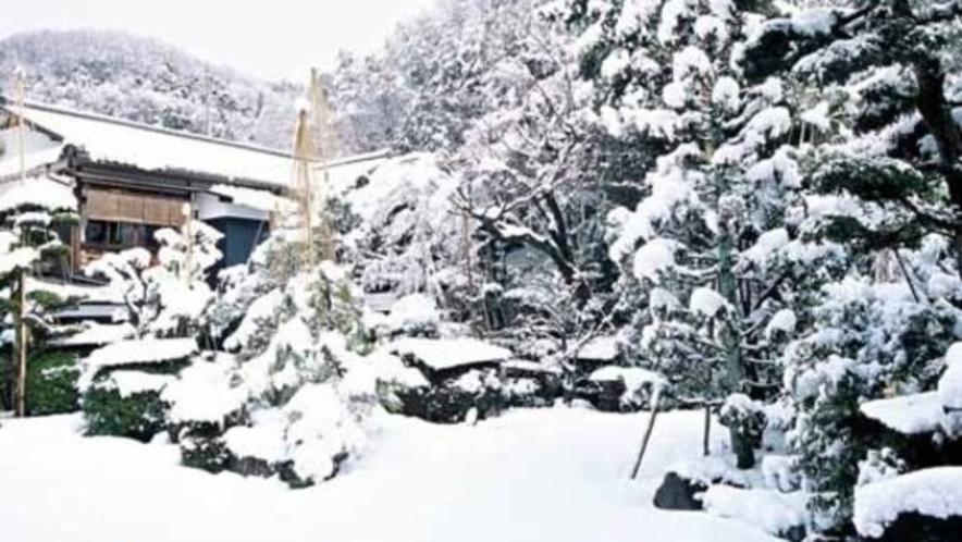 中庭 雪景色