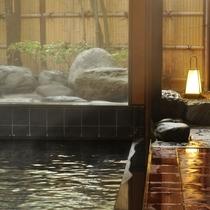 【内湯(殿方用)】無色無臭の優しい温泉。当館でも同じ泉質の温泉を楽しんでいただくことができます。