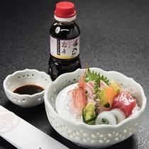 【お造り】日本海の旬魚を、当館おすすめ「竹野町花房のたまり醤油」でどうぞ。