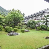 【庭園】庭の緑は個々潤う時を演出させていただきます。