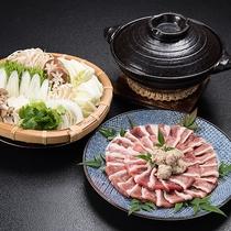 【合鴨鍋】鴨のガラからとった特製スープとの相性バツグンです!お野菜たっぷりお召し上がりいただけます。