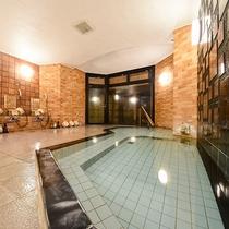 【内湯(婦人用)】城崎の内湯としてはゆったりとした広さがある内湯(婦人用)良泉をご堪能ください。