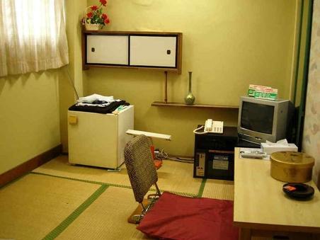 和室3畳喫煙バストイレ共用