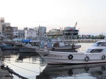徒歩五分の漁港