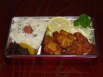昼食「カラアゲ弁当」