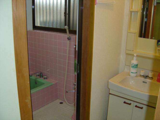 特別室「光の間」の浴室&洗面台