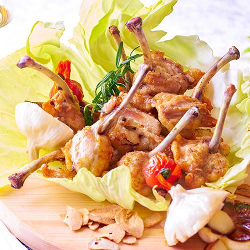 【7月22日〜8月31日】夏の料理フェア『讃岐の骨付き鳥にんにく焼』※イメージ