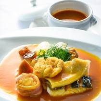*八戸ブイヤベース/八戸港で水揚げされた冬ならではの新鮮な魚介類を使ったスープ料理!