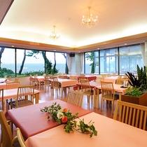 *レストラン/太平洋を一望するオーシャンビュー!海をみながらお食事をお楽しみください。