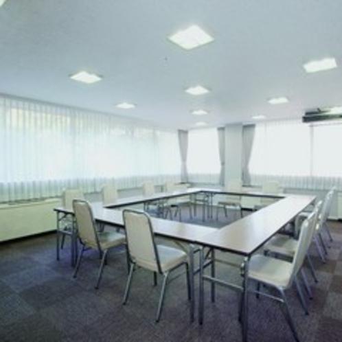 【会議室】研修・ミーティングにご利用いただける会議室を完備!お問い合わせはフロントまで