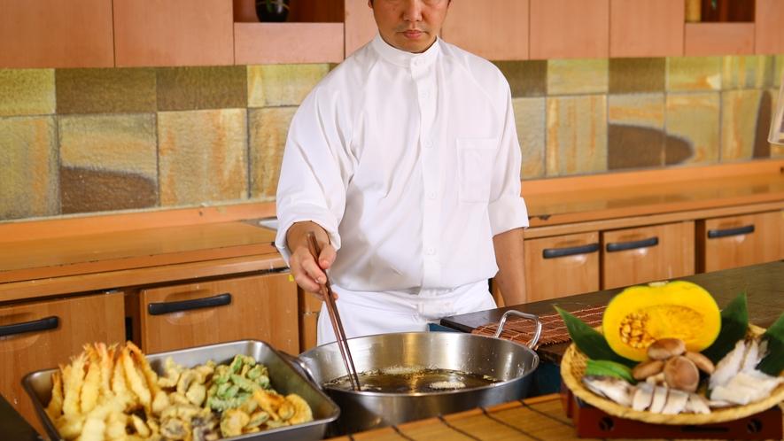 【夕食】ライブキッチンでは揚げたての天ぷらをご用意しております★