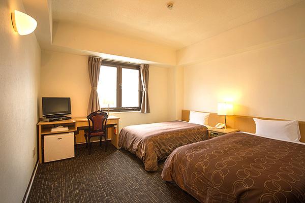 ツインルーム(一例) 部屋の広さ:約18平方メートル ご夫婦やカップルにおすすめゆったりツインルーム