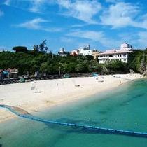 【波の上ビーチ・公園】 那覇エリア唯一の遊泳ビーチ。地元はもちろん、観光客にも人気のビーチです。