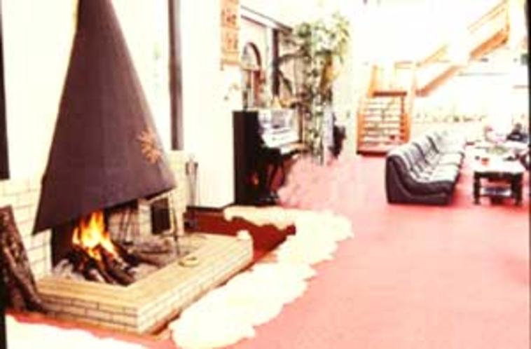 ロビー暖炉