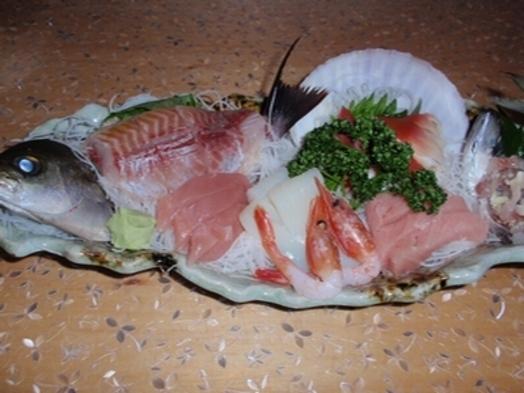 【50歳以上限定】海を見下ろす宿で全室部屋食!地魚盛り合せと蟹、金目、鮑等の蒸し鍋付き和会席プラン