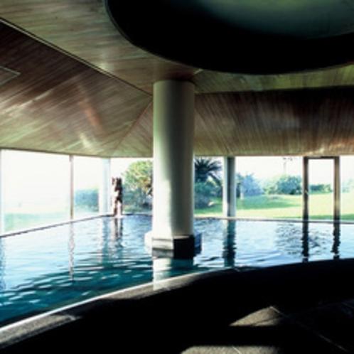*【大浴場】大きな窓から太平洋を望む大浴場